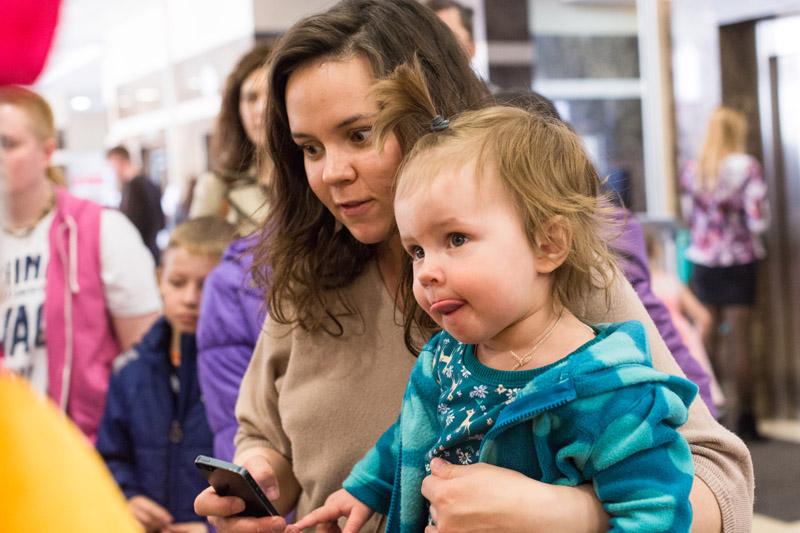 В марте и апреле 2014 года жители обеих столиц, а также гости из других городов России посетили весенние выставки ЗооПалитра и Зоошоу Зверек на ладошке в Москве и Санкт-Петербурге.